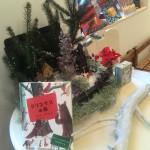 店舗の装いはクリスマスの季節。チラシもできました。